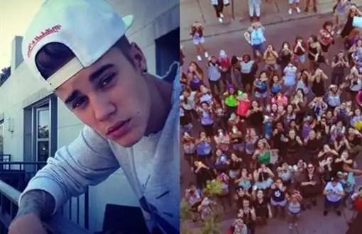Justin Bieber escupe a sus fans desde un balcón