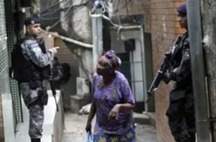 'Limpian' la mayor favela de Río de Janeiro antes de la llegada del Papa Francisco