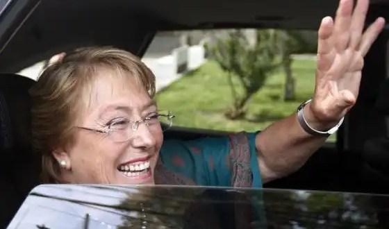 Bachelet quiere una nueva Constitución, reforma tributaria y reforma educacional