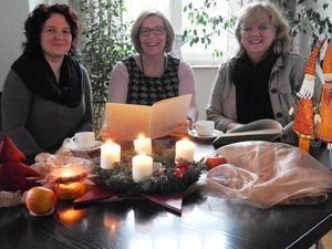Patricia Ottilie, Christine Sahm und Katrin Mehlich laden ein, um Erinnerungen festzuhalten.