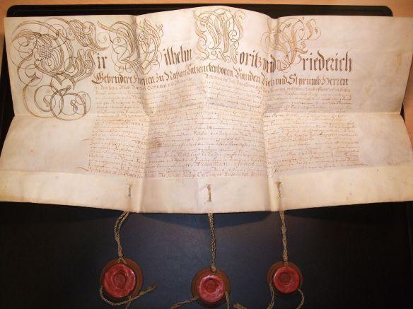 Die Bestätigung der Stadtprivilegien Siegens durch den regierenden Landesherrn Wilhelm Moritz Graf (ab 1664 Fürst) zu Nassau-Siegen. (Stadtarchiv Siegen, Best. Urkunden, Nr. 311)