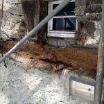 Befallener Balken am seitlichen Eingang des Grafentraktes