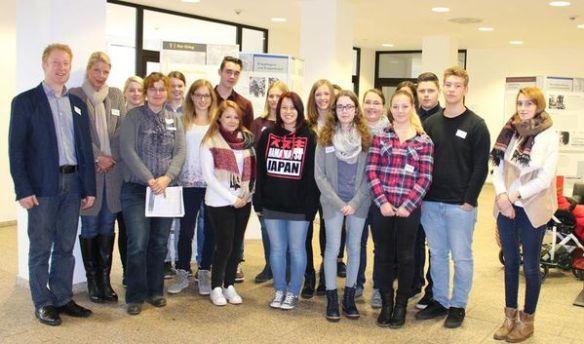 Insgesamt 16 Schüler und Auszubildende aus ganz Siegen-Wittgenstein folgten der Einladung des Volksbundes Deutsche Kriegsgräberfürsorge und nahmen am Studientag im Kreishaus teil.