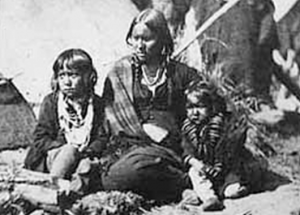 The wife of Indigenous leader Little Crow and their two children at Fort Snelling prison compound (Source: Minnesota Historical Society/Wikimedia Commons)