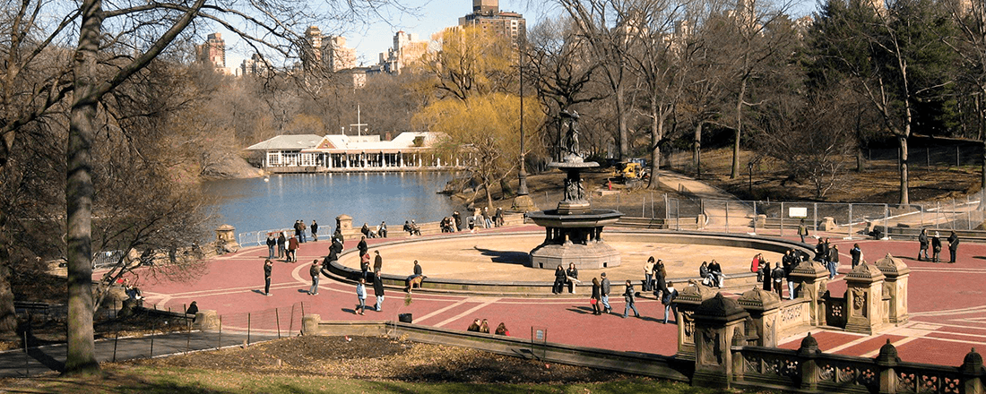 The Bethesda Fountain, The Lake, and Loeb Boathouse in Central Park, New York City (Source: Jim Henderson/Wikimedia Commons)