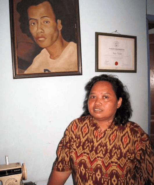 Sipon and a portrait of Wiji (Source: Jurnal Ari)