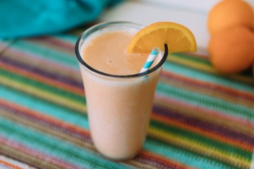 Orange Julius Copycat Recipes | Orange Julius Recipe | Orange Julius Smoothie | Orange Julius At Home | Orange Julius Copycat Smoothie | Copycat Orange Julius Drink | This cool, refreshing frothy orange smoothie drink is a perfect drink for a hot summer day! #copycatrecipe #summerdrinks #orangejulius #dqorangejulius #sixcleversisters