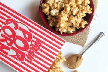 12 Holiday Recipes   Popcorn Recipes   Holiday Recipes   Popcorn Recipes Sweet   Foods for Gifts   Popcorn Recipes Sweet   Foods for Gift Giving   Homemade Food Gifts   Homemade Food Gifts Easy   Recipes for Popcorn   You'll love these fun popcorn recipes on Six Clever Sisters. These make great foods for gifting this holiday season!