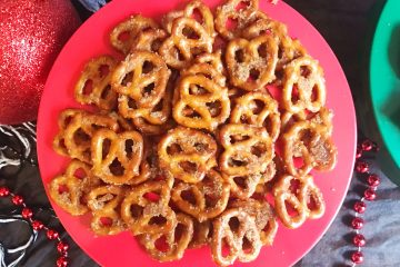 Cinnamon Sugar Pretzels | Christmas Snack | Christmas | Winter Party | Pretzel | snack Recipe | Christmas Snack Ideas | Christmas Snacks For Party | Christmas Food | Party Food | Seasoned Pretzels | Snack Food | Snacks for Party | Pretzel Recipes | Cinnamon | Sweet and Salty Snacks | A yummy sweet and salty snack, recipe on Six Clever Sisters!