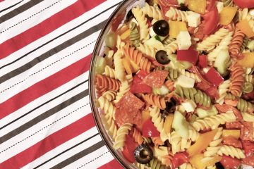 Simple Summer Pasta Salad | Side Dish | Pasta Recipe | Pasta Salad | Summer Food | Pasta Dish | Italian Pasta | Cold Side | Simple Side Dish | Side Recipe | Mix up a cold side for a hot day... recipe on Six Clever Sisters!