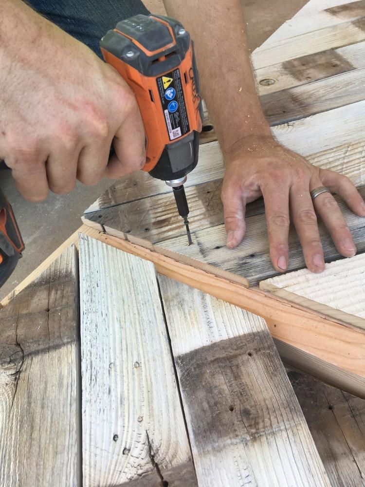 DIY Headboard   DIY Pallet project   Pallet Headboard   Pallet Wood Headboard   Pallet Furniture   Pallet Projects   Pallet Bed   Pallet Ideas   Rustic Headboard   Herringbone Pallet   Herringbone Heaboard   Six Clever Sisters