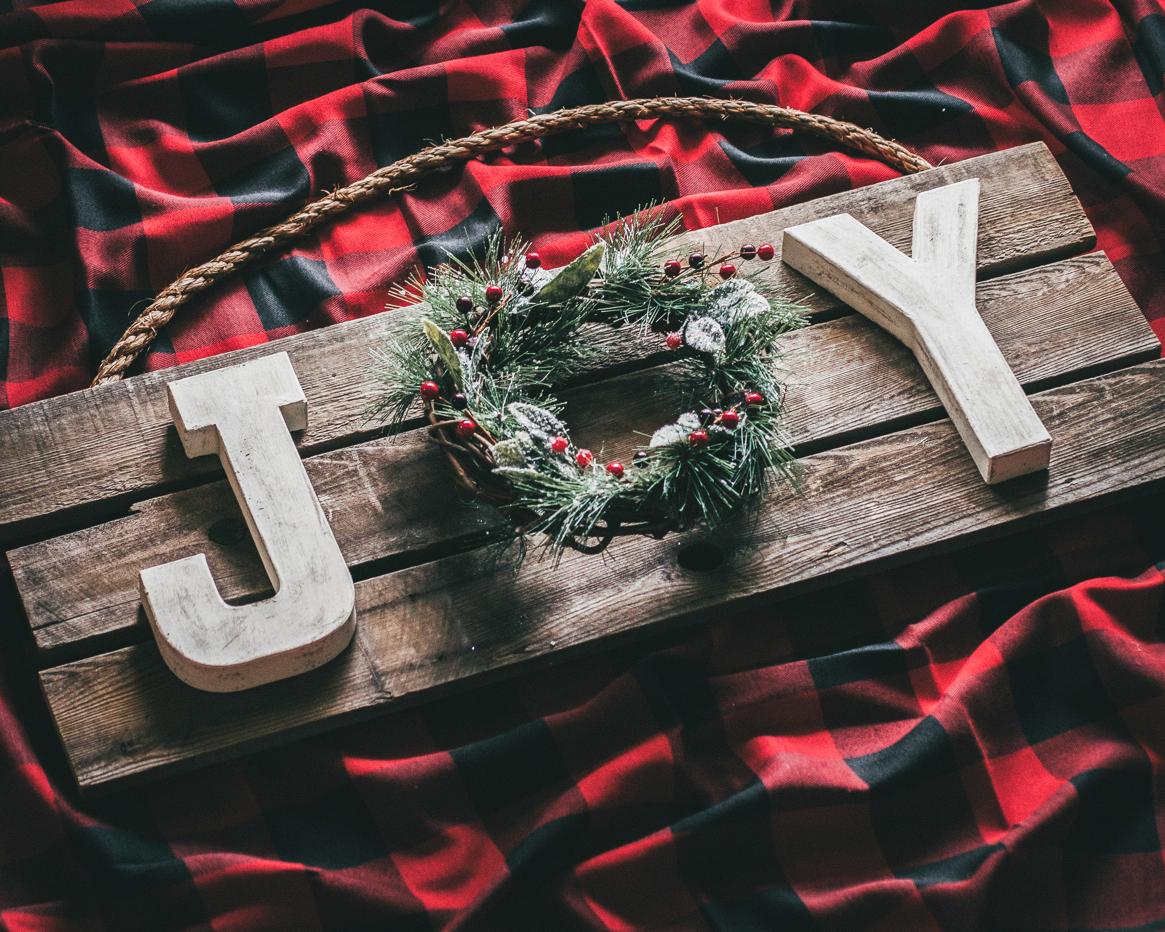 DIY Rustic Christmas Joy Sign Using Pallet Wood - Six Clever Sisters