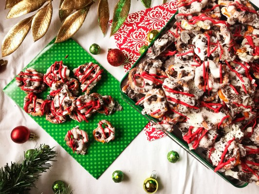 Cookies & Cream Pretzels   Cookies n' Cream   DIY Gift   Christmas 2018   Christmas Candy   Christmas Chocolate   Chocolate Bark   Christmas   Chocolate Covered Pretzels   Chocolate Pretzel Rods   Chocolate Pretzels   Chocolate Pretzel Bark   DIY Christmas Gifts   Candy Recipe   Holiday Snack   Find this simple recipe at Six Clever Sisters!