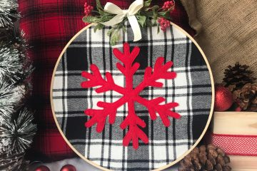 Farmhouse Christmas | Buffalo Plaid | DIY Christmas | Snowflake Pattern | Snowflake Decor | Christmas Craft | DIY Gift | Christmas Decoration | Embroidery Hoop | Plaid Christmas | Free Pattern | Free Pattern to Print | Visit Six Clever Sisters!