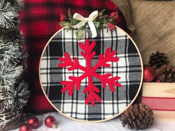 Farmhouse Christmas | Buffalo Plaid | DIY Christmas | Snowflake Pattern | Snowflake Decor | Christmas Craft | DIY Gift | Christmas Decoration | Embroidery Hoop | Plaid Christmas | Free Pattern | Free Pattern to Print | Visit Six Clever Sisters!