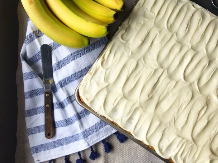 Banana Bread Bars | Sheet cake recipe | Banana Bread | Banana Cake | Banana Bars | Dessert for a Crowd | Bar Recipes | Cream Cheese Frosting | Cream Cheese Icing | Dessert | Banana Dessert | Recipe on Six Clever Sisters