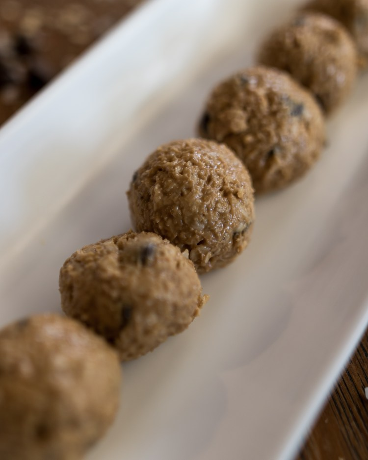 No Bake Protein Ball | Energy Balls | No Bake Dessert | Energy Bites | Protein Bites | No Bake Energy Bites | Peanut Butter Balls | These five ingredient protein balls are a breeze to make and a delicious treat when you need that afternoon pick-me-up. Sweetened only with sugar, they are a great option for a guilt-free snack! Find the recipe at SixCleverSisters.com