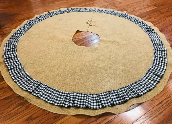 DIY Burlap Buffalo Plaid Tree Skirt | Christmas | Christmas Tree | Tree Skirt | Burlap Christmas | Buffalo Plaid | Buffalo Check | Black and White Christmas | Tree Skirt Tutorial | Sewing | Easy Tree Skirt | Six Clever Sisters