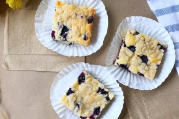 Blueberry Lemon Streusel Bars | Sheet Cake | Blueberry | Lemon | Dessert | Cake | Bars | Easy Dessert | Fresh Fruit Dessert | Sheet Cake Recipe | Six Clever Sisters