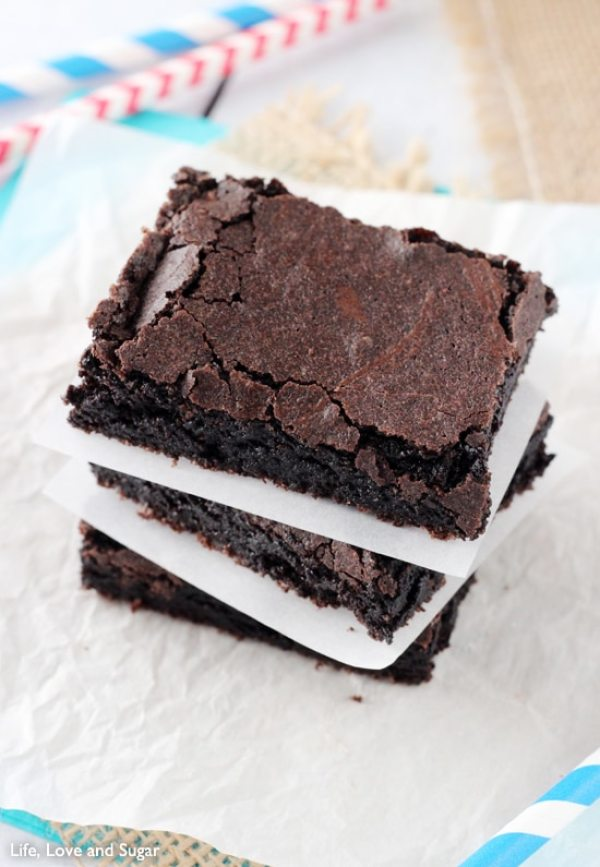 Brownie Recipe | Brownie Recipe Easy | Brownie Recipe Add Ins | A Homemade Brownie Recipe | Brownies Recipe Homemade | A Homemade Brownie Recipe | Valentines Dessert Recipes | Valentine's Dessert Recipe Ideas | Chocolate Valentines Dessert Recipes | Valentines Day Dessert Ideas | Valentines Day Desserts | Looking for a great Valentine's Day dessert? These brownie recipes all look SO good and are a great variation from your normal brownies. #recipe #chocolate #dessert #dessertfoodideas #valentinesday #valentine #recipeoftheday #easyrecipe