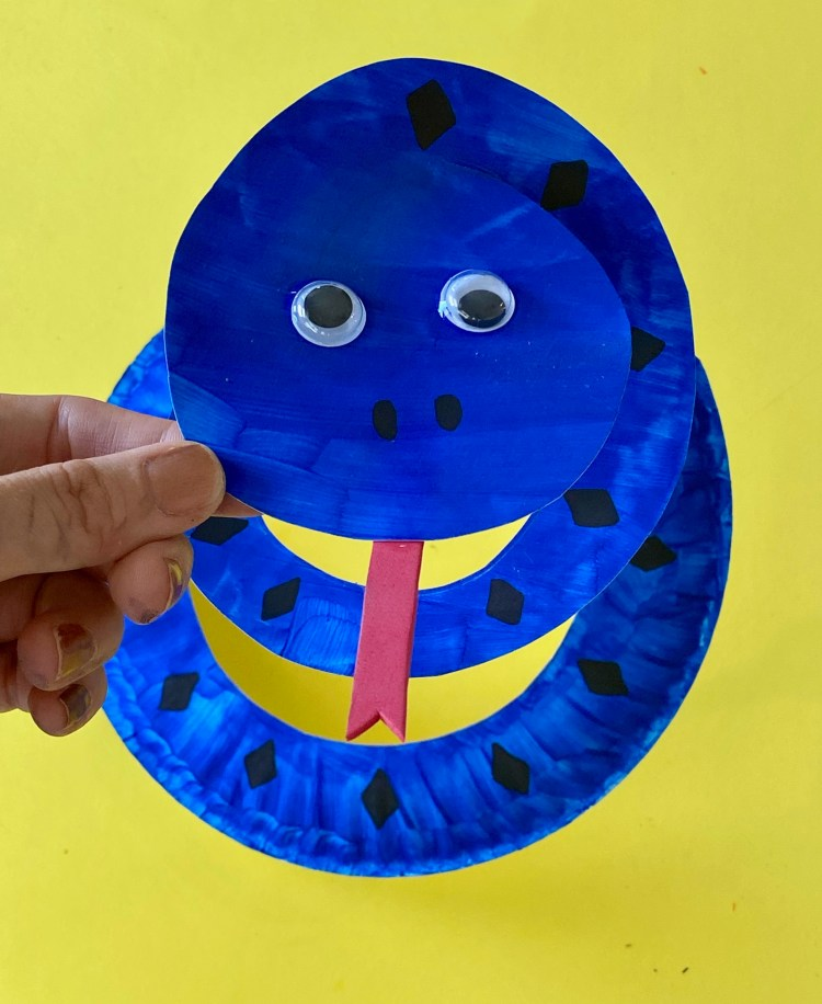 Paper Plate Crafts | Paper Plate Crafts for Kids | Paper Plate Crafts Animals | Paper Plate Craft Activity | Paper Plate Snake Craft | Snake Craft with Paper Plate | Paper Plate Snakes | Looking for a cool craft to make with kids? These paper plate snakes are super fun for those animal lovin' kids! With just some paint or markers and a paper plate, you, too, can enjoy making this fun project! #craft #kidsactivities #activitiesforkids #kids #snake