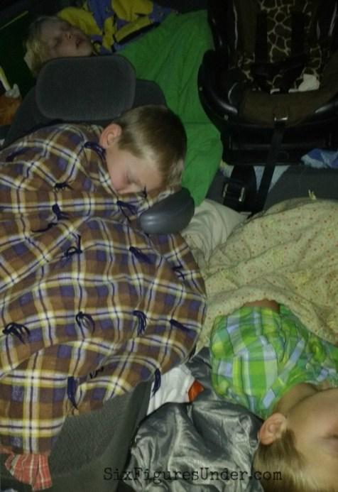 kids-sleeping-in-car