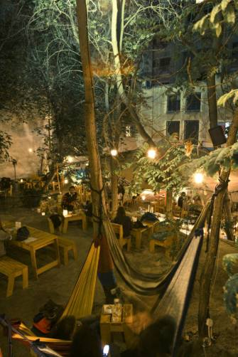 six-dogs-restaurant-athens