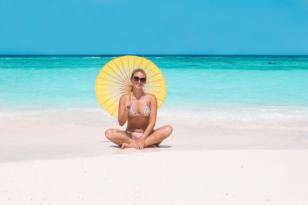 girl-at-beach-in-maledives