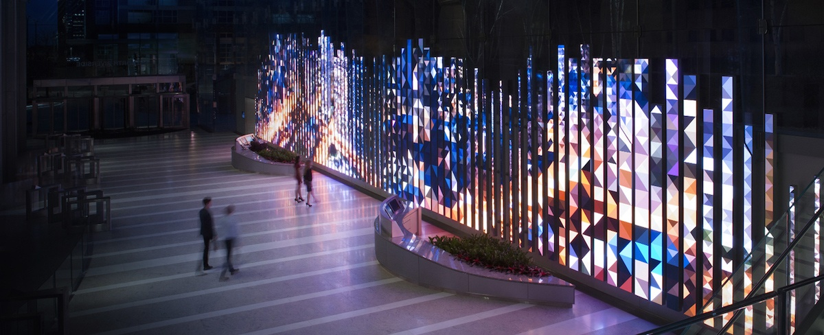 a new commercial tower in chicago called 150 north riverside has lit up what looks to be a pretty amazing video digital art sculpture in