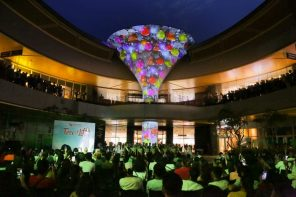 Philippines Mall Projection-Maps 50-Foot Tree Of Life As Shopper Attraction