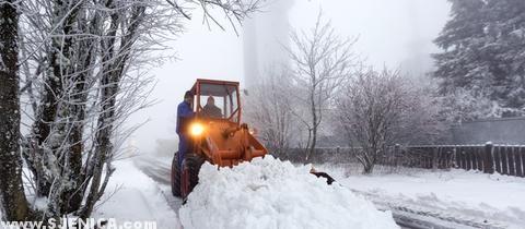 Bager u snijegu