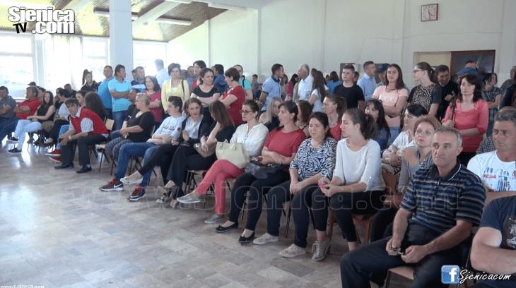 Osnovna skola - 12. decembar - nagradila najbolje djake - Video - Sjenica - Jun 2017
