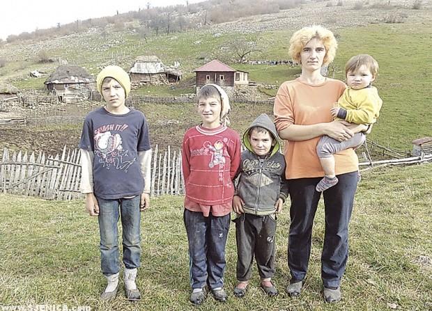 Mićo, Miloš, Marko i Drago sa majkom Svetlanom