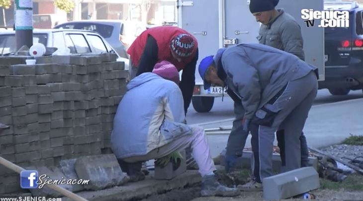 Počela rekonstrukcija trotoara preko puta Omladinskog parka - Sjenica - Novembar 2015