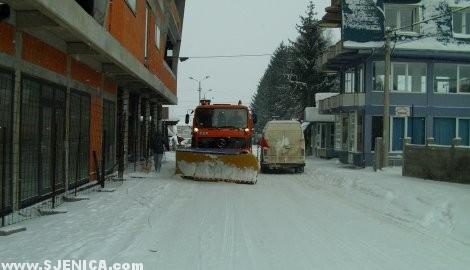 cistac snijeg u Sjenici