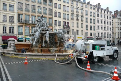 And why the fountain in Place des Terreaux  looks so nice most of the time.