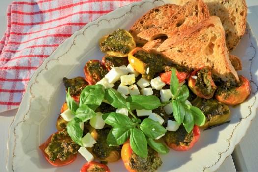 tomater med pesto