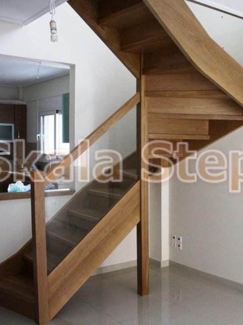""""""" δρύινη σκάλα τύπου Π με γυαλί και ξύλινη κουπαστή"""""""