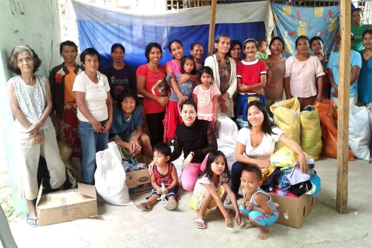A group of people in the Philippines receive food aid from Skanda Vale Ashram
