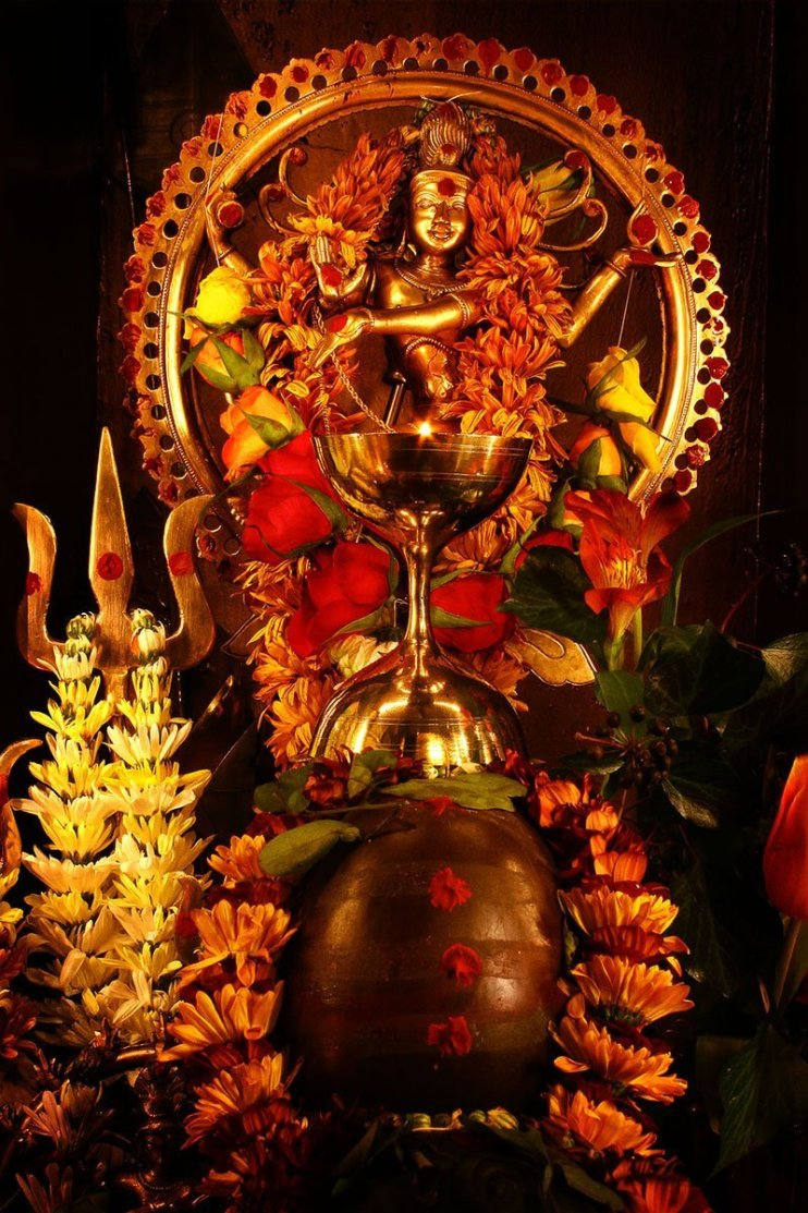 A murthi or statue of Lord Shiva as the Nataraj, garlanded with flowers.
