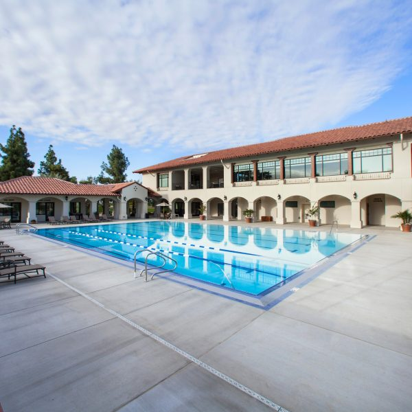 The Bakersfield Country Club exterior pool view