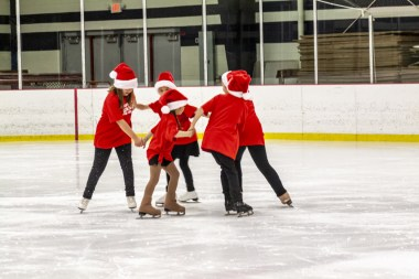Learn to Skate Group in our 2019 Holiday On Ice Show