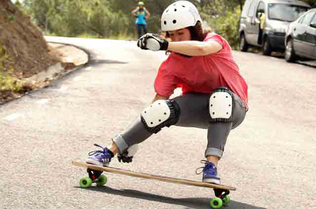 Good skateboards for beginners_best skateboard for beginners adults_types of skateboards_skateboard decks_complete skateboards_skateboard size chart_how to buy a skateboard_skateboard buying guide_skateshouse.com