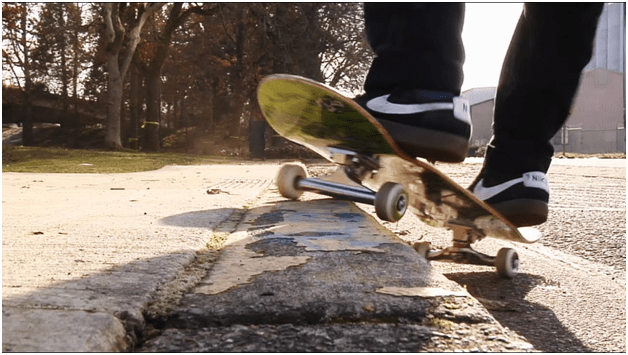 Dofference between longboard and skateboard can help to choose which one is best for you.