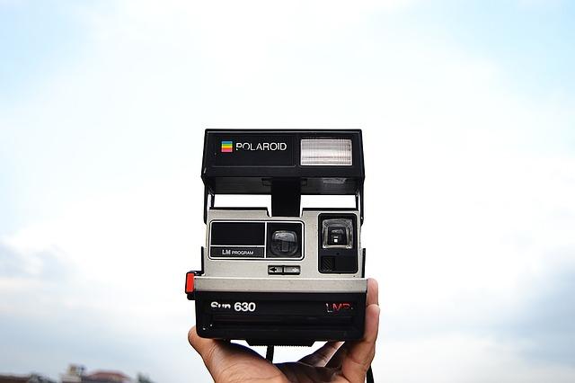 eine alte Polaroidkamera, echt nostalgisch das Ding