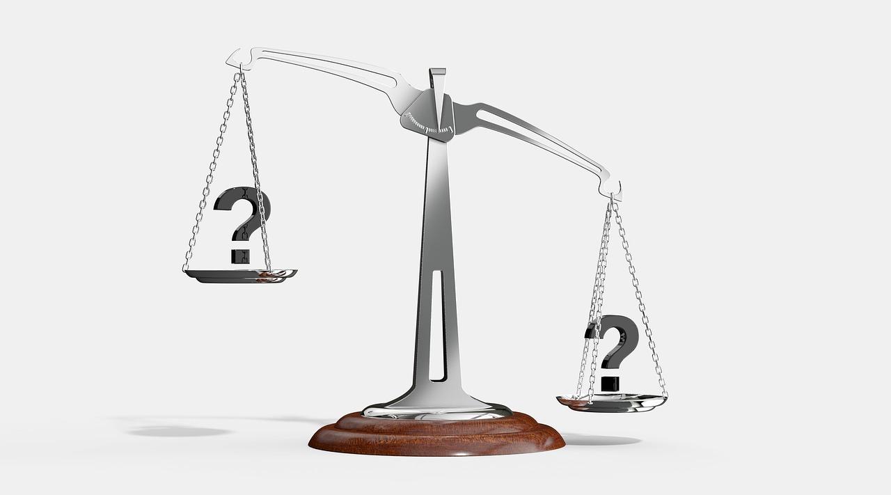 Wage mit 2 Fragezeichen drauf links höher als rechts