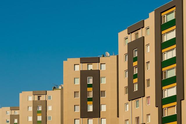Wohnblock, Neubauwohnungen, DDR hier: Unter uns wohnen auch noch Leute