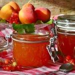 Früchte in einmach Gläsern einkochen