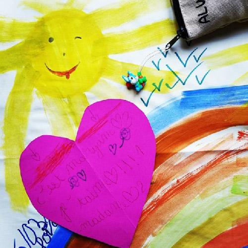 Remerciements. Dessins d'enfants. Photos des cadeaux offerts par les enfants de mes clients.