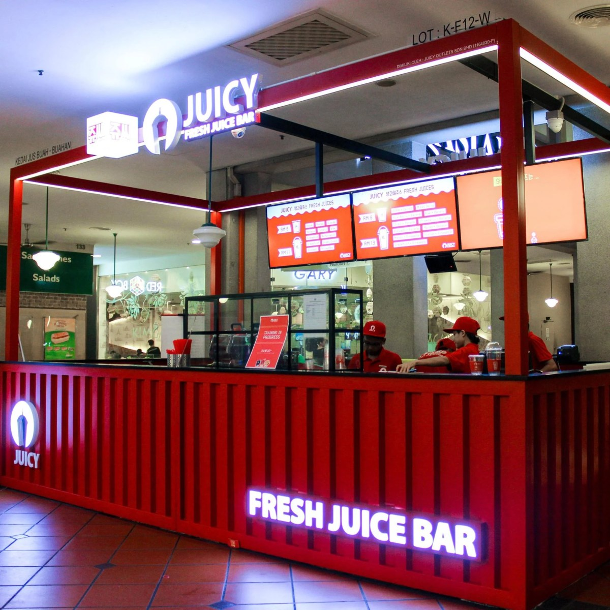 JUICY-Fresh-Juice-Bar-booth-example-Malaysia